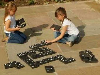 Traditional Garden Games - jeu de dominos noir et blanc géants 18x10cm - Dominos