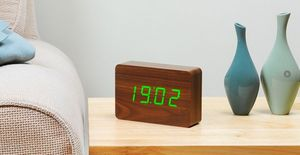 Gingko - brick walnut click clock / green led - Simulateur D'aube