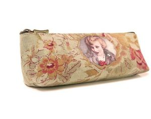 ECOLE FRAN�AISE - charlemagne divine - Trousse � Crayons