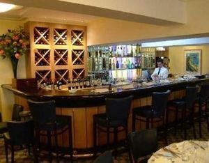 Du Boulay Contracts -  - Meuble Bar