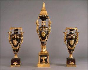 ANTOINE CHENEVIERE FINE ARTS - russian vases - Garniture De Cheminée