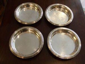 Antiquités du marché des Ternes - paire de dessous de bouteil en métal argenté - Dessous De Bouteille