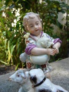 Art & Antiques - sujet en porcelaine de meissen : enfant au biniou - Figurine
