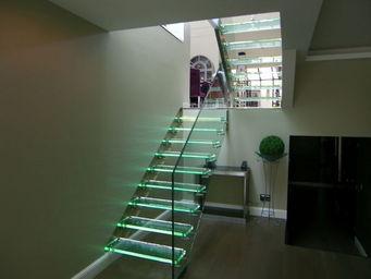 TRESCALINI - skystep : escalier droit en verre - Escalier Suspendu