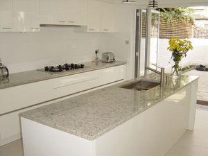 Marble City - white topaziogranite kitchen - Plan De Travail