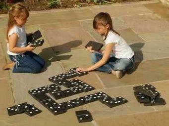 Traditional Garden Games - jeu de dominos noir et blanc g�ants 18x10cm - Dominos