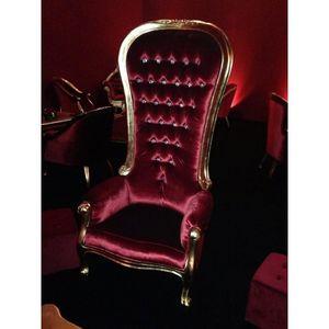 DECO PRIVE - fauteuil haut princier dore et velours rouge grand - Fauteuil