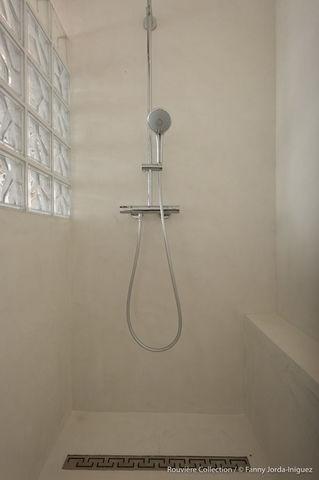 Rouviere Collection - Béton ciré mural-Rouviere Collection-Micro-béton pour douches à l'italienne