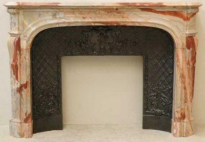 GALERIE MARC MAISON - Manteau de cheminée-GALERIE MARC MAISON-Cheminée de style Régence en marbre Sarrancolin
