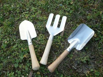 KIDS IN THE GARDEN - Outils de jardin-KIDS IN THE GARDEN-Set de jardinage enfant en zinc et bois