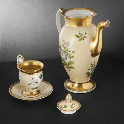 Expertissim - Service � caf�-Expertissim-PARIS.  Cafeti�re couverte  et tasse en porcelaine