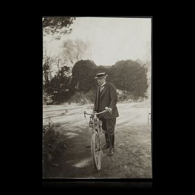 Expertissim - Photographie-Expertissim-MAETERLINCK Maurice (1862-1949) à Grasse, sur un c