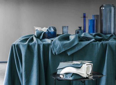 delices de lin nappe rectangulaire bleu lin blanc cerise. Black Bedroom Furniture Sets. Home Design Ideas