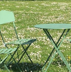 table de jardin ronde vert fer chemin de campagne. Black Bedroom Furniture Sets. Home Design Ideas