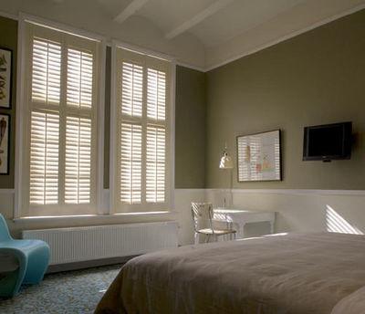 Jasno Shutters - Réalisation d'architecte d'intérieur - Chambre à coucher-Jasno Shutters-Shutters Persiennes mobiles