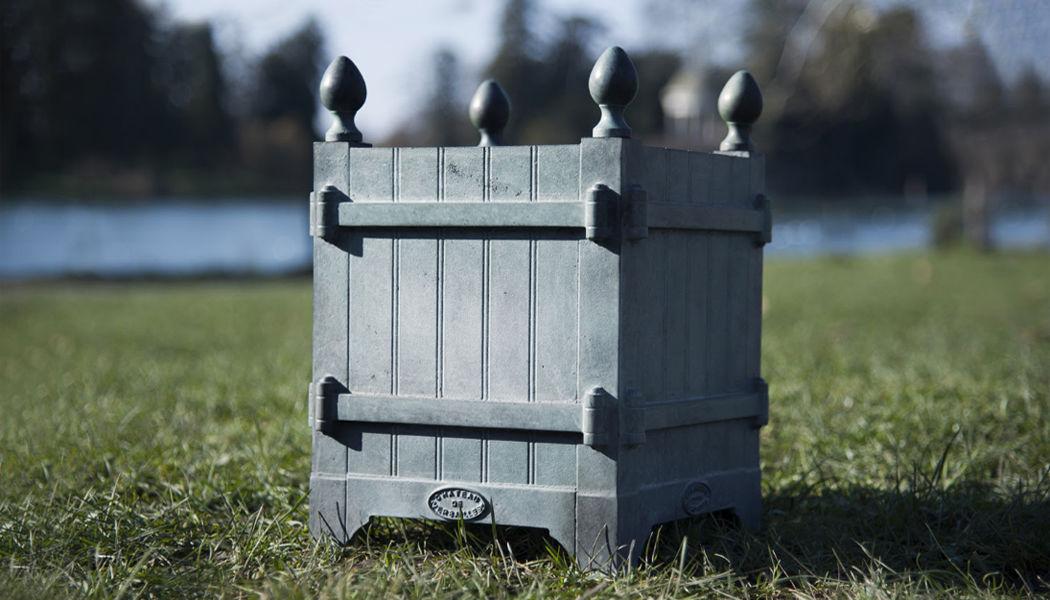 Jardins Du Roi Soleil Versailles planter Containers Garden Pots  |