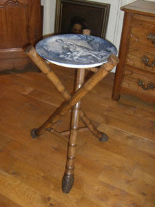 ANTIQUITES THUILLIER - très belle assiette porcelaine - Three Legged Stool