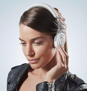DENON FRANCE - ah-mm200 - A Pair Of Headphones