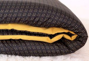 UNUM - longani - Quilted Blanket