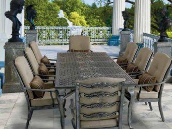 Oxley's - bordeaux - Garden Table