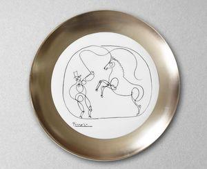 MARC DE LADOUCETTE PARIS - cheval et dompteur - Round Dish