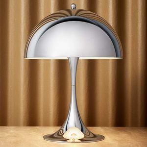 Louis Poulsen -  - Table Lamp