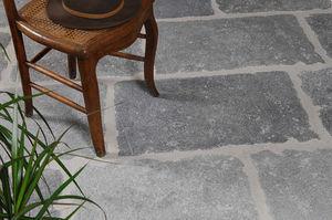 Rouviere Collection - dallage sermipierre gris - Interior Paving Stone