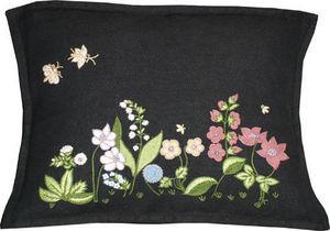 Barbara Coupe - flora garden - Pillow