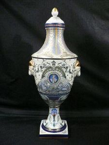 Demeure et Jardin - grande urne bleue - Covered Vase
