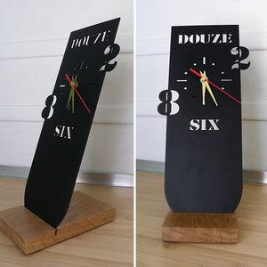 Generative-lab - horloge en métal à poser - Desk Clock