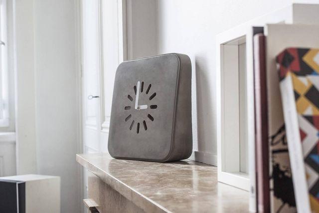 LYON BÉTON - Wall clock-LYON BÉTON-LIFE IN PROGRESS - Horloge en béton, murale ou à poser