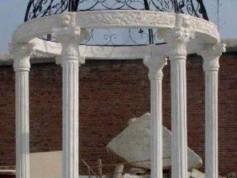 antiquites materiaux anciens deco de jardins - tonnelle en pierre et marbre blanc - Laube