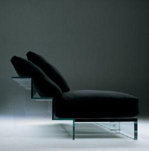 Самые причудливые и креативные диваны.  Диван-ступеньки из стекла, фото.