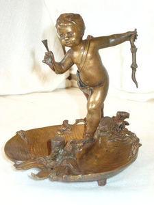 AUX MAINS DE BRONZE - cupidon en bronze - Vide Poche