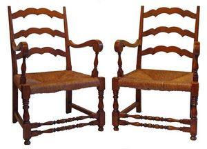 Antiquités SANT VICENS - fauteuils provençaux - Sessel Mit Volutenarmlehnen