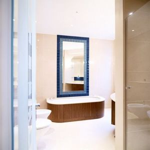 Howdle Bespoke Furniture Makers - walnut bathroom - Freistehende Badewanne