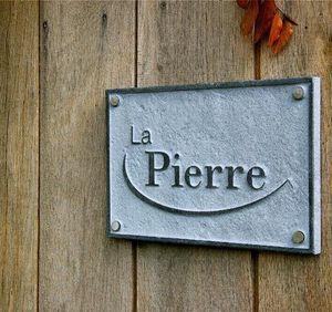 La Pierre - royal 3 - Hausnamensschild