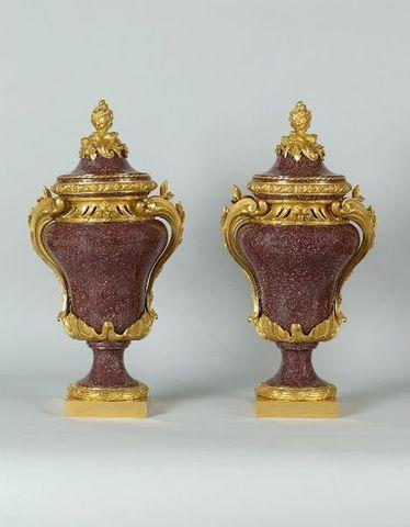 La Tour Camoufle - Vase mit Deckel-La Tour Camoufle-Paire de vases en Porphyre d'Egypte