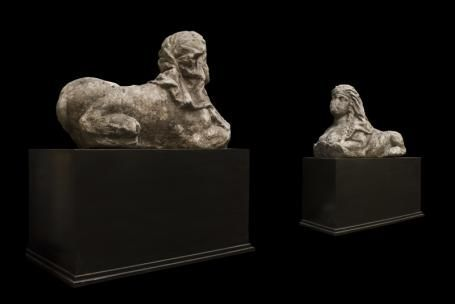 Andrée Macé - Sphinx-Andrée Macé-Paire de sphinges en pierre, d?époque XVIIème siècle