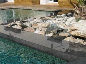Borde perimetral de piscina