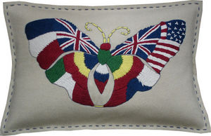 Barbara Coupe - nation flags butterfly - Cojín Rectangular