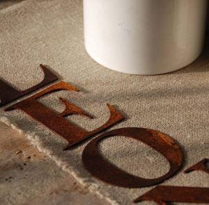 Un Esprit En Plus -  - Letra Decorativa