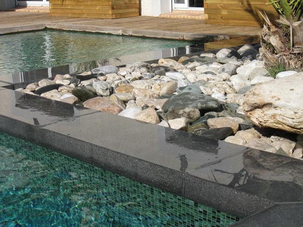 Rouviere Collection - Borde perimetral de piscina-Rouviere Collection-Margelle avec retombée