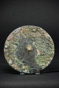 AfricAsia Primitive and Antiques - miroir funéraire - Specchio Di Bronzo