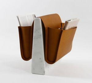 NOBLE & WOOD - saddle magazine rack - Portariviste